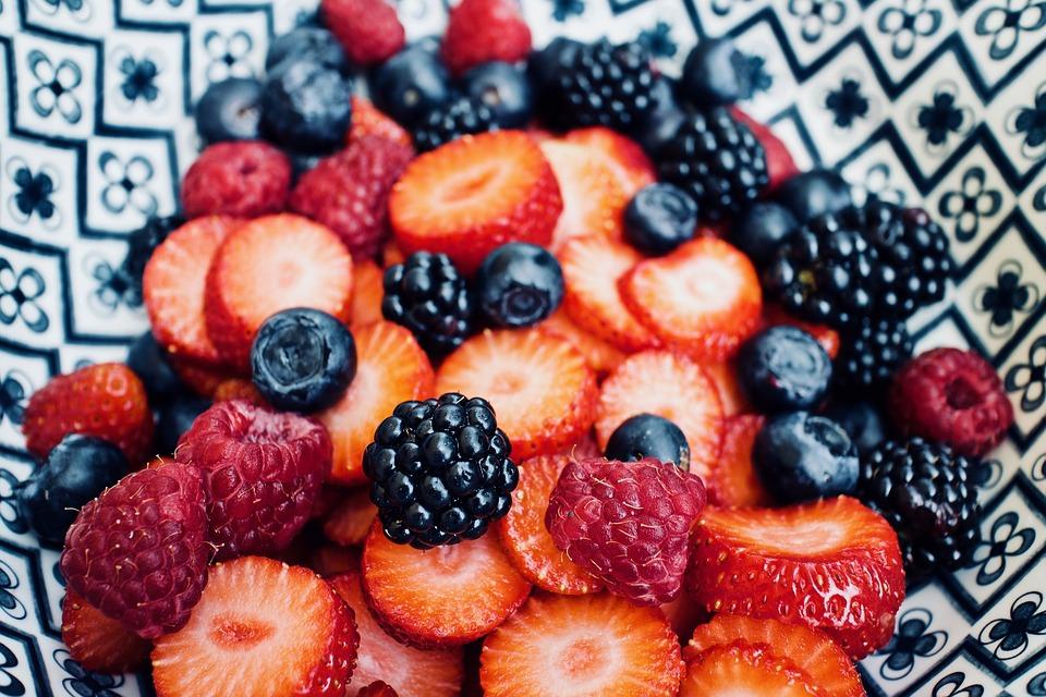 Frisches Obst bei der Arbeit