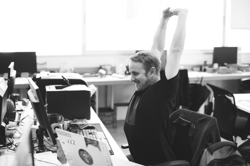 Stretching Übungen im Büro